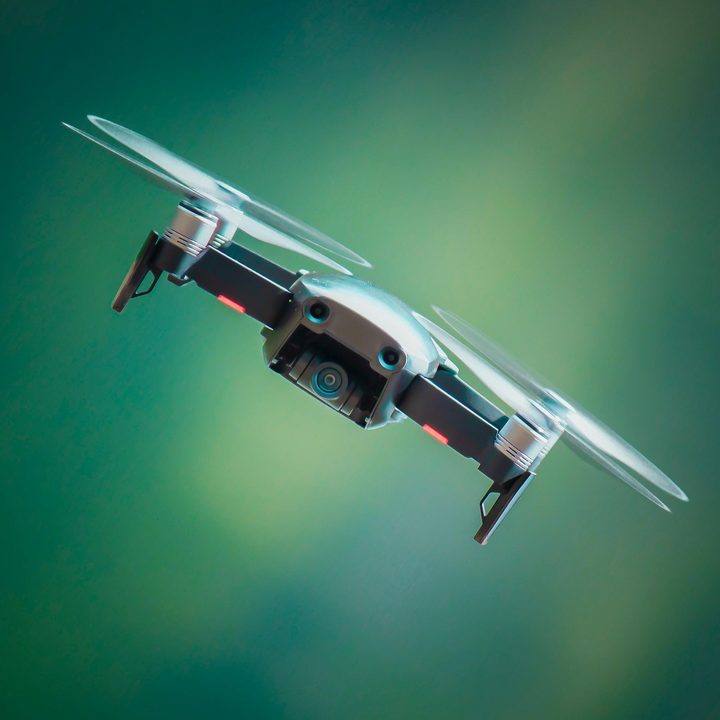 Na jaką wysokość latają drony?